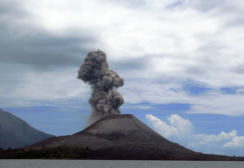 Il vulcano Anak Krakatoa